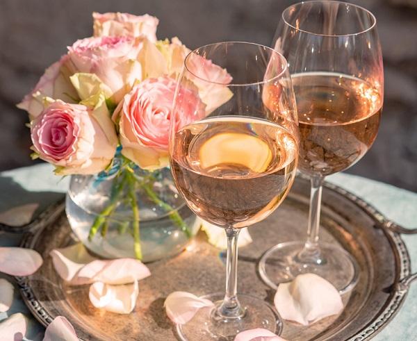 Rượu vang hồng hay còn gọi là rosé wine